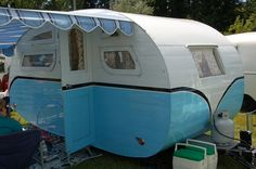 Photo of stylish 1935 Masterbilt Pioneer Trailer at the Roslyn Vintage Trailer Rally in Washington Best Travel Trailers, Vintage Campers Trailers, Rv Campers, Camper Trailers, Camper Life, Camper Van, Paint Themes, Small Trailer, Vintage Rv
