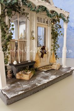 Cinderella Moments: Quintessential Cottage Dollhouse - A Christmas and Winter Inspired House Victorian Dollhouse, Modern Dollhouse, Diy Dollhouse, Dollhouse Furniture, Dollhouse Miniatures, Barbie Furniture, Miniature Rooms, Miniature Houses, Doll House Crafts