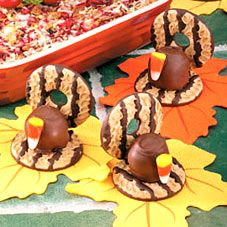 How cute are these Thanksgiving turkey desserts?!