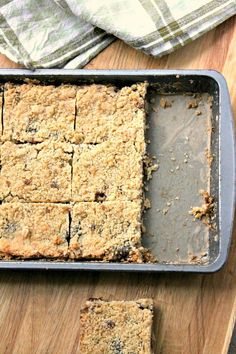 A sweet crumble traybake using mincemeat. The mincemeat crumble slices make a great alternative to traditional mince pies. Tray Bake Recipes, Baking Recipes, Cookie Recipes, Dessert Recipes, Recipes Using Fruit Mince, Baking Desserts, Pie Recipes, Dessert Ideas, Cake Ideas