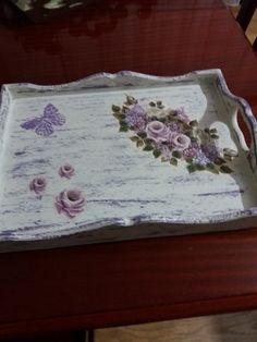 Mum eskitme tepsi. Lace Tattoo Design, Decoupage Box, Painted Trays, Shabby Chic Furniture, Scrapbooking Flowers, Craft Projects, Diy Crafts, Crafty, Creative