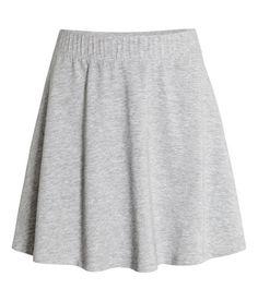 Kolla in det här! En kort, klockad kjol i stretchig trikå. Kjolen har bred resår i midjan. Ofodrad.  - Besök hm.com för ännu fler favoriter.