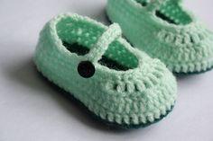 Zapatos de bebé del ganchillo