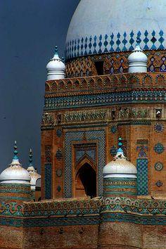 Shrine of Baha-ud-Din-Zakaria, Multan, Pakistan Mosque Architecture, Art And Architecture, Beautiful Architecture, Beautiful Buildings, Modern Buildings, Pakistan Travel, Lahore Pakistan, Les Religions, Beautiful Mosques