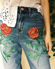 Hand Embroidered Denim by Tessa Perlow on Etsy Chambray Outfit, Tessa Perlow, Mode Cool, Flower Jeans, Diy Broderie, Denim Art, Diy Shorts, Embroidery Fashion, Denim Jeans
