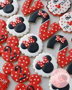 AngelicaMadeMe is about baking deliciously tempting treats, decorating custom sugar cookies, inspiring at-home bakers, being inspired by all things creative in the spirit of DIY. Torta Minnie Mouse, Bolo Minnie, Minnie Mouse Party, Mickey Mouse Cupcakes, Mini Mouse Cookies, Disney Cookies, Mickey Sugar Cookies, Decorated Sugar Cookies, Baby Cookies