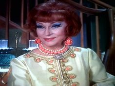 Impress me Endora Bewitched, Bewitched Cast, Agnes Moorehead, Play Dress, Playing Dress Up, It Cast, Classy, Characters, Actresses