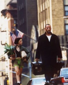 Léon the Professional Leon The Professional Mathilda, The Professional Movie, Love Movie, Movie Tv, Natalie Portman Leon, Leon Matilda, Mathilda Lando, Nathalie Portman, Jean Reno