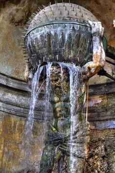 fuente de agua... sostenida