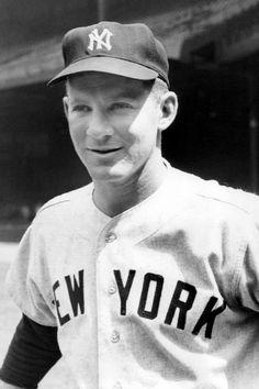 new york yankees New York Yankees Stadium, New York Yankees Baseball, Mlb Players, Baseball Players, Baseball Cards, Equipo Milwaukee Brewers, Yankees Fan, Mickey Mantle, Mlb Teams