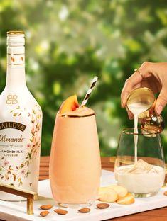 Dairy free Baileys Almande makes spring time even more peachy 🍑 Almande Peach Smoothie Recipe (serves 4 Vegan Baileys, Baileys Recipes, Milk Recipes, Vegan Recipes, Baileys Cocktails, Peach Smoothie Recipes, Coconut Almond Milk, Alcohol Drink Recipes, Vanilla