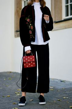 More on www.offwhiteswan.com Prefall Look, Trend 2016 Velvet, Velvet Jacket with Embroidery Flowers by Zara, White Blouse by H&M Trend, Plissee Culottes by H&M Trend, Red Mini Bag with Insects by Zara, Sneaker Adidas Tubular Viral, Herbstlook #offwhiteswan #swantjesoemmer