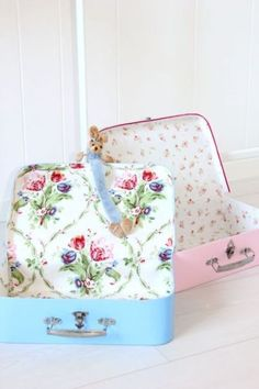 Sweet and dreamy shabby suit-cases