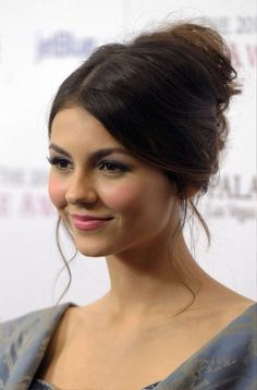 Victoria Justice French Twist Updo Hairstyle for Prom Cute Prom Hairstyles, Prom Hair Updo, Girl Hairstyles, Wedding Hairstyles, Updo Hairstyle, Formal Hairstyles, French Hairstyles, Perfect Hairstyle, Beautiful Hairstyles