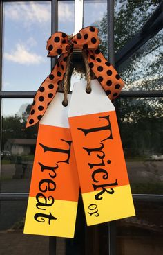 Large Wood Tags - Door Hanger - Trick or Treat - Hand Painted - Wood Door Tags - Halloween Decorations Large door tags just in time for Halloween! Halloween Wood Crafts, Halloween Signs, Holidays Halloween, Fall Halloween, Holiday Crafts, Happy Halloween, Fall Wood Crafts, Cute Halloween Decorations, Halloween Door Hangers