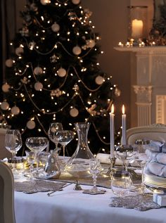 The Chic Technique: Laura Ashley Christmas: Festive Dining Tablescape or Table Setting. Christmas Dining Table, Christmas Table Settings, Christmas Tablescapes, Christmas Table Decorations, Noel Christmas, White Christmas, Xmas, Elegant Christmas, Christmas Ideas