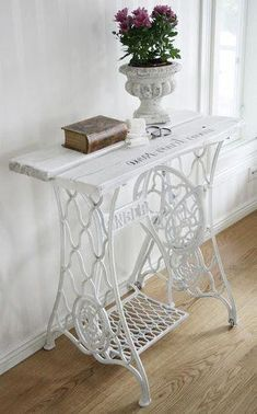 Картинки по запросу shabby chic sewing machine coffee table #Shabbychichomes