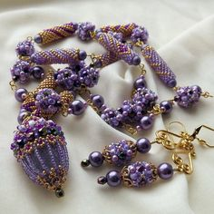 Yandeks.Fotki--Use of cylinder beaded beads along with oval beaded beads and a beaded pendant