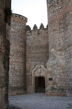Category:Castle of Belmonte (Cuenca) Portugal, Spanish Inquisition, Castle In The Sky, Medieval Castle, Spain Travel, Architecture, Beautiful Places, Scenery, Villa