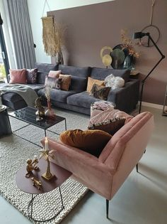How to decorate a blush gray and pink living room Living Room Decor blush Decorate Decoration Gray homede homedecor Living Pink Room Blush Pink Living Room, Living Room Grey, Cozy Living, Living Room Interior, Pink Room, Small Living, Living Room No Coffee Table, Charcoal Sofa Living Room, Romantic Living Room
