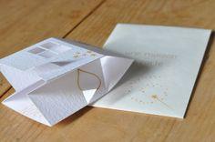 DIY pop-up house card from L'Art de la Curiosité: une maison pop-up comme carte de vœux. With link to Mr. Printables instructions.