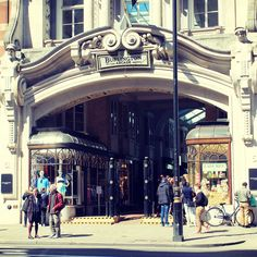 The magnificent entrance to the famous Burlington Arcade on Piccadilly #shopping #luxury #London Burlington Arcade, Sight & Sound, Happenings, Entrance, Street View, London, Boutique, Architecture, Luxury