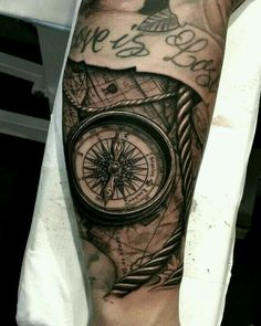 A wonderful collection of compass tattoo ideas that you will most definitely love. We will also be sharing with you the history and meaning of the compass tattoo design. Watercolor Compass Tattoo, Compass And Map Tattoo, Compass Tattoo Design, Hand Tattoos, Finger Tattoos, Rose Tattoos, Tattoo Shading, Tattoo Henna, Trendy Tattoos