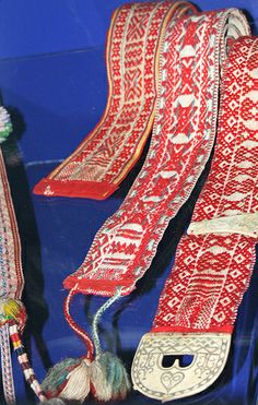Woven belts from the Sami People in Norway Inkle Weaving, Inkle Loom, Card Weaving, Tablet Weaving, Lappland, Folk Costume, Costumes, Textiles, Woven Belt