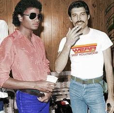 A colorized B&W photo of Michael Jackson and Freddie Mercury, Michael Jackson Fotos, Michael Jackson Wallpaper, Queen Freddie Mercury, Freddie Mercury Last Photo, Fred Mercury, Freddie Mercuri, Les Beatles, John David, The Jacksons
