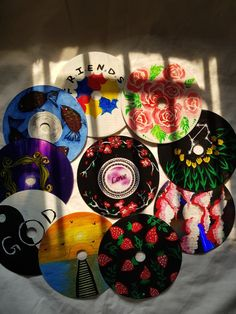 Creative way to recycle your CD's and use it to decorate your space. Record Wall Art, Cd Wall Art, Cd Art, Small Canvas Art, Diy Canvas Art, Indie Room Decor, Bohemian Decor, Cd Crafts, Simple Acrylic Paintings