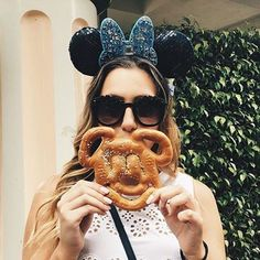 @chel_biss from @prettyandbrash rocking our best selling NEW YORK BLACK style at Disneyland! #obsessedshades #sunglasses #shopsmall #blogger #disneyland #travel  www.obsessedshades.com