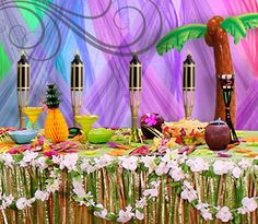 another idea for table set up Aloha Party, Hawaiian Luau Party, Hawaiian Theme, Tiki Party, Luau Bridal Shower, Luau Baby Showers, Luau Pool Parties, Luau Party Decorations, Luau Party Supplies