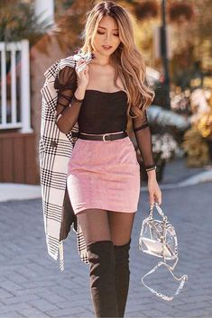 Knee High Boots With A Short Skirt For A Unique Look ★ When the fall knocks on your door, it is time to think about trendy fall outfit ideas. We happen to have all the best ideas for women, as well as for teens gathered in one pla Trendy Fall Outfits, Winter Fashion Outfits, Cute Casual Outfits, Stylish Outfits, Sexy Fall Fashion, Outfit Winter, Cute Skirt Outfits, Girly Outfits, Sexy Outfits