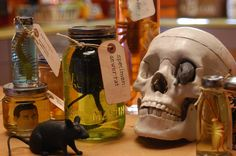 """""""Mad Scientist"""" jars how-to instructible - creepy-cool :)"""