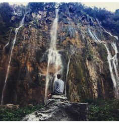 Why is this so beautiful? On wait bc Joe is in it😋 Joseph Sugg, Sugg Life, Plitvice Lakes National Park, Youtubers, Natural Beauty, Waterfall, Paradise, National Parks, Mountains