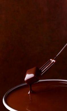 So tasty chocolate 🍫 🍫 😋 yummy 😋 😋 Café Chocolate, Chocolate Dreams, Chocolate Delight, Death By Chocolate, Chocolate Heaven, Delicious Chocolate, Chocolate Lovers, Chocolate Recipes, Dipping Chocolate