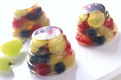 It doesn't get much better than this--try these Sparkling Grape and Berry Jells for the perfect summer treat with Grapes from California! Kid approved!