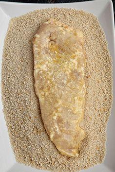Pui cu parmezan si mozzarela - Pui Parmigiana | Diva in bucatarie Fajitas, Mozzarella, Bread, Cooking, Food, Cuisine, Kitchen, Meal, Brot