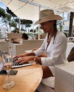 "Vendulka az Instagramon: ""#po#roce#zpět#❤️#funnytime#ilovemalorca#🍾☀️❤️👙🏝#holiday#trip#"" Holiday Trip, Holiday Travel, Panama Hat, Instagram, Panama City, Panama"