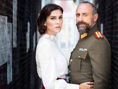 berguzar korel y su esposo - Bing images