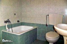 foto Γκαρσονιέρα Ενοικίαση Βόλος Corner Bathtub, Bathroom, Home, Washroom, Full Bath, Ad Home, Homes, Bath, Bathrooms
