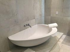 Vanity Party #bathtub #spotted in #Miami! #design #bathdesign #designbath #bathroom #architecture #villa #luxury #house #homedecor