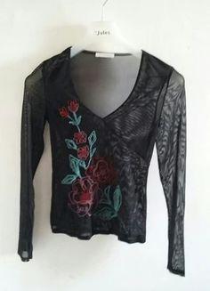 Haut transparent noir brodé de fleurs colorées
