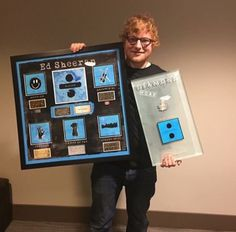 Ed Sheeran definitely is a one man show. Ed Sheeran Love, Ed Sheeran Lyrics, 5sos Lyrics, One Direction Lyrics, Taylor Swift Hair, Taylor Swift Facts, People Fall In Love, Red Tour, Jesy Nelson