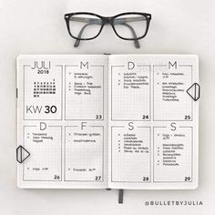 simple home decor Minimalist Bullet Journal spreads are great for busy people. H… simple home decor Minimalist Bullet Journal spreads are great for busy people. Here are some very simple weekly page ideas for when you dont have time to plan. Bullet Journal School, Bullet Journal Inspo, Bullet Journal Spreads, Bullet Journal Weekly Layout, Bullet Journal Junkies, Bullet Journal Aesthetic, Bullet Journal Writing, Bullet Journal Themes, Bullet Journals