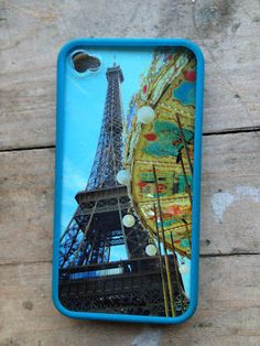 Fun way to use your photos...make your own iPhone cover.  Check out this tutorial on Moms Who Click| Sharing Photography Tips  Tricks: DIY iPhone Photo Cover Case