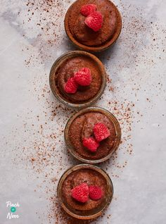 Chocolate Lava Mug Cakes - Pinch Of Nom Quick Chocolate Pudding, Frozen Chocolate, Chocolate Lava, Chocolate Recipes, Low Calorie Ice Cream, Low Calorie Cake, Dinner Party Desserts, Fun Desserts, Healthy Desserts