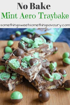 An incredibly easy no bake mint Aero traybake with crushed biscuits, mint Aero bar, and mint Aero bubbles! An quick and easy recipe perfect for parties, bake sales or a weekend treat! Baking Recipes Uk, Tray Bake Recipes, Uk Recipes, Sweet Recipes, Dessert Recipes, Cooking Recipes, Recipies, Fudge Recipes, Baking Ideas