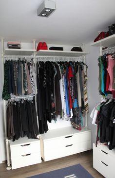 Omdat we een extra kamer vrij hadden, besloten we hiervan een dressing te maken. Zo konden we de kledingkasten uit de slaapkamer bannen om daar ext... Ikea, Word Families, Dressing, Club, Closet, Inspireren, Tips, Room Ideas, Rooms