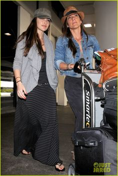 Minka Kelly traveling with her Florentine Smith Bag
